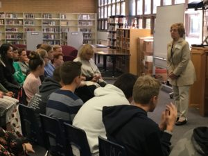 Ruth Kapp Hartz talks to students.