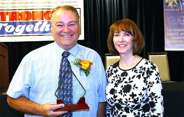 Kevin Sprague shows his award
